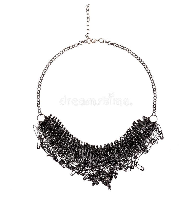 Grande collana elegante d'argento scura fatta delle spille di sicurezza immagine stock