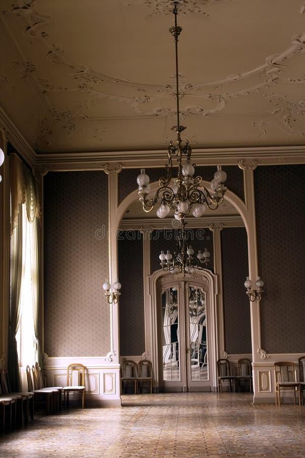 Grande corridoio interno ricco della griglia immagine stock