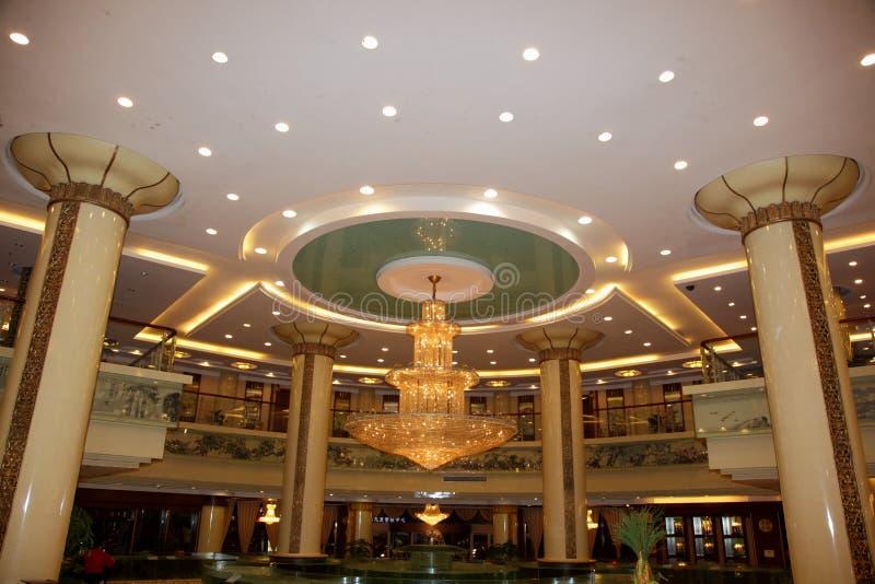 Grande corridoio lussuoso dell'hotel fotografia stock libera da diritti