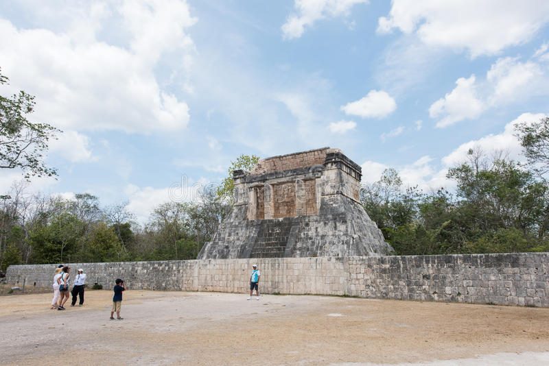 Grande corte da bola para jogar o ` do ` pok-Ta-pok em Chichen Itza, México imagem de stock royalty free