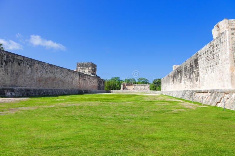 Grande corte della palla di Chichen Itza, Messico fotografia stock libera da diritti