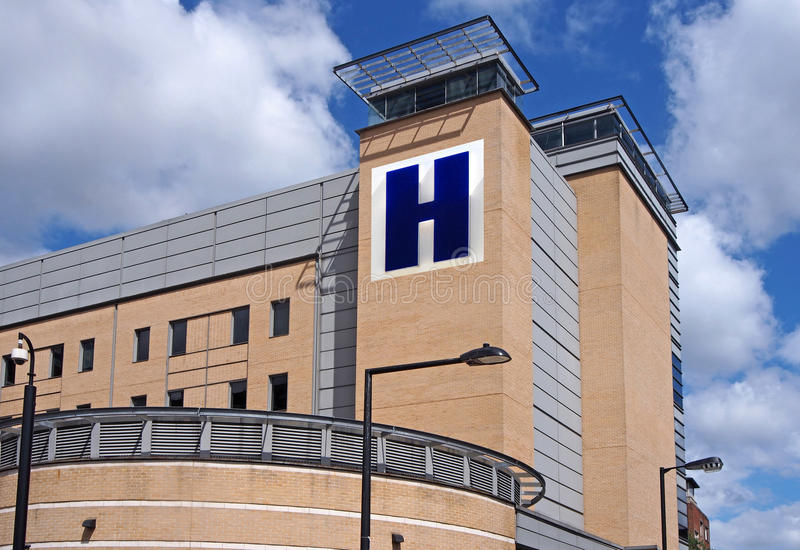 Grande costruzione dell'ospedale fotografia stock libera da diritti