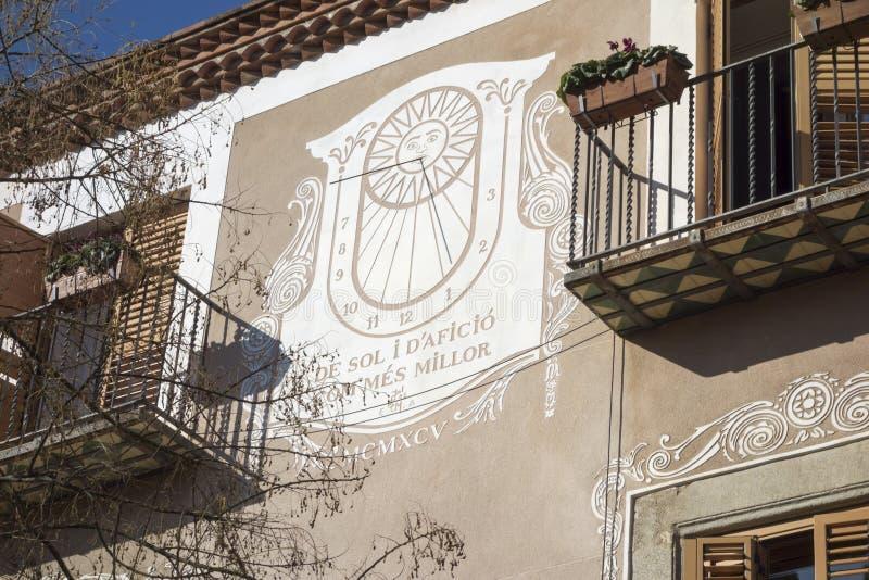 Grande costruzione della facciata della meridiana in Mataro, Spagna fotografia stock libera da diritti