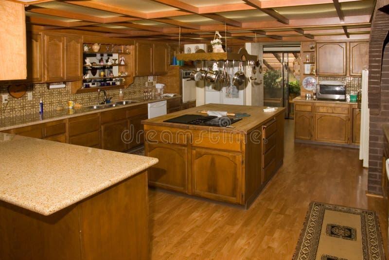 Grande cozinha do país fotografia de stock royalty free