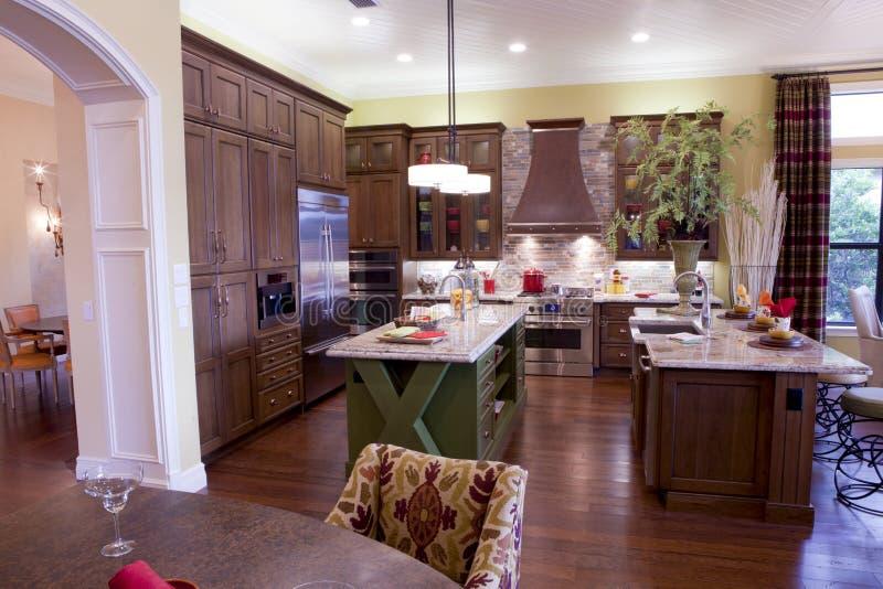 Grande cozinha luxuosa fotos de stock
