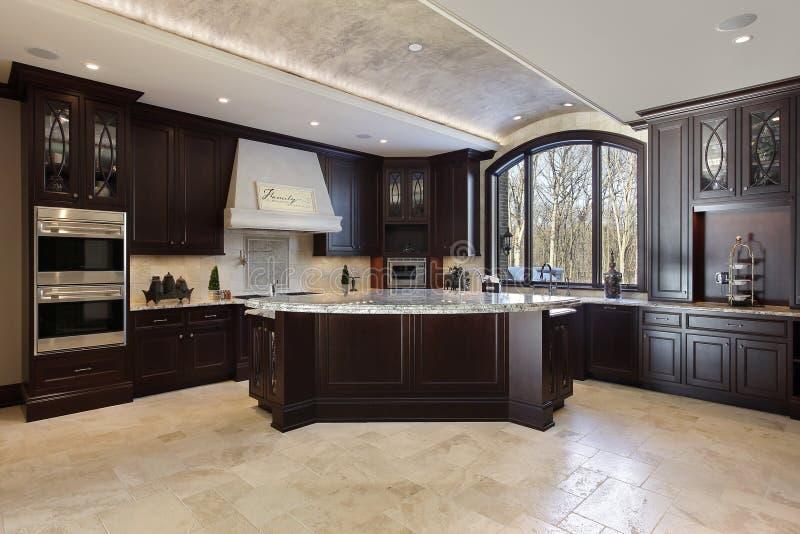 Grande cozinha na HOME luxuosa fotografia de stock
