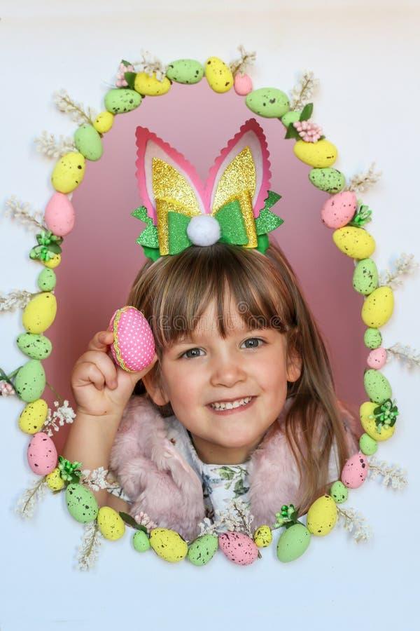 Grande décoration d'oeuf de pâques vacances image libre de droits
