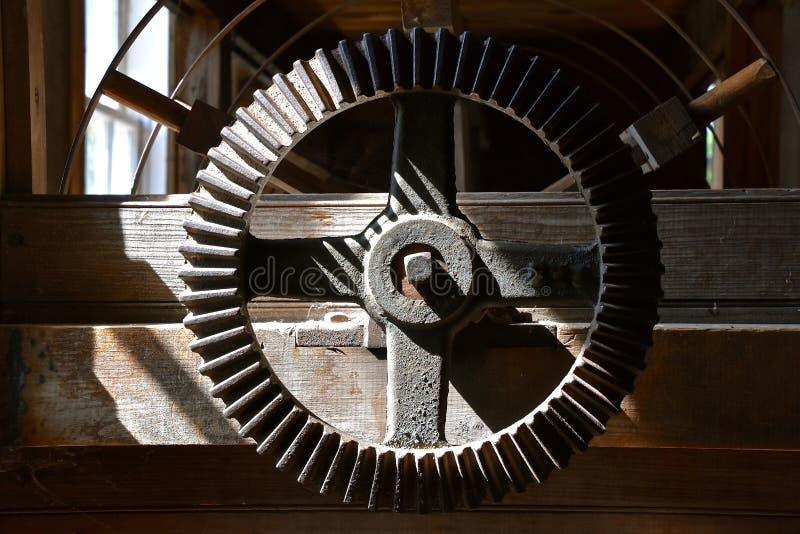 Grande de uma máquina em um moinho velho da munição imagens de stock royalty free