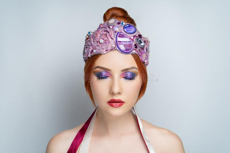 Grande diadema rosa della donna fotografie stock