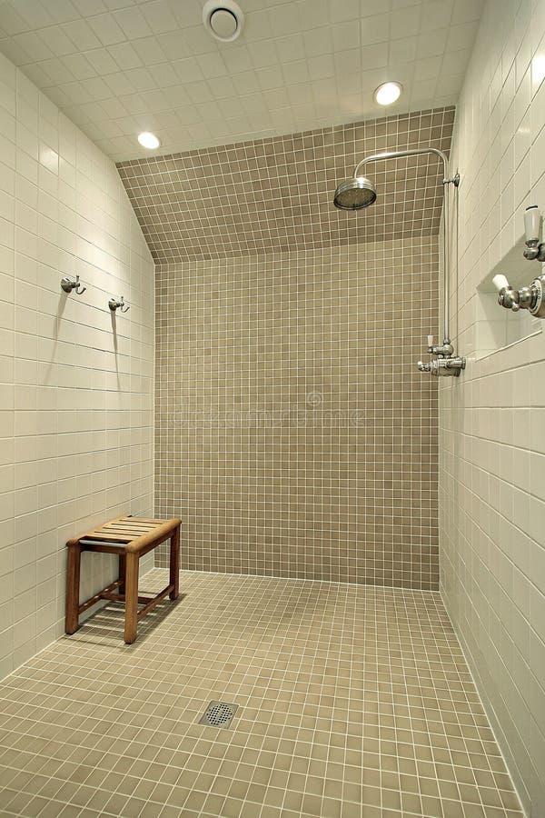 grande douche avec le banc image stock image du bassin 11231719. Black Bedroom Furniture Sets. Home Design Ideas