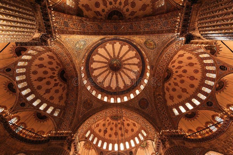 Grande e teto bonito dentro da mesquita fotografia de stock royalty free
