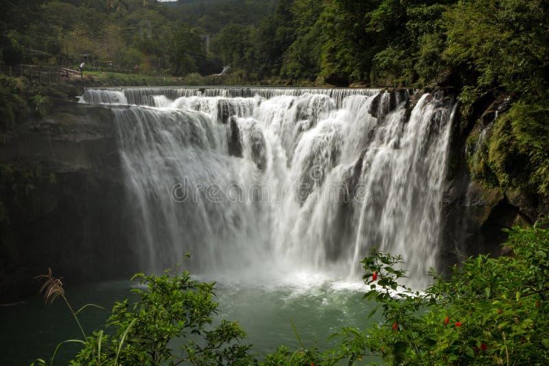 Grande ed ampia cascata di Shifen in Taiwan fotografia stock