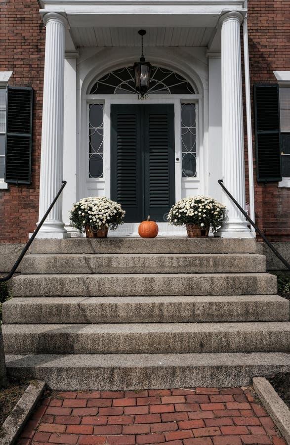 grande entrata coloniale della casa di stile degli stati