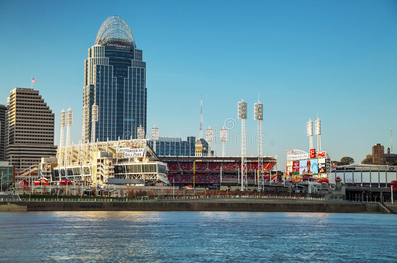 Grande estádio do parque de bola americana em Cincinnati foto de stock