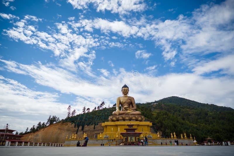 Grande estátua Buda na montanha do Butão Himalaia imagem de stock royalty free