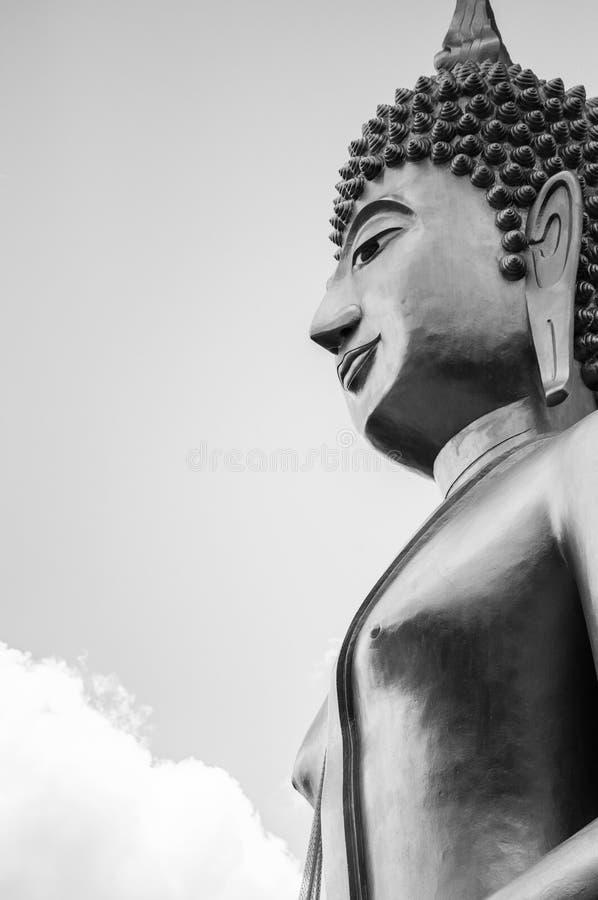 Grande estátua da Buda, Buriram, Tailândia, imagem preto e branco com espaço da cópia foto de stock royalty free
