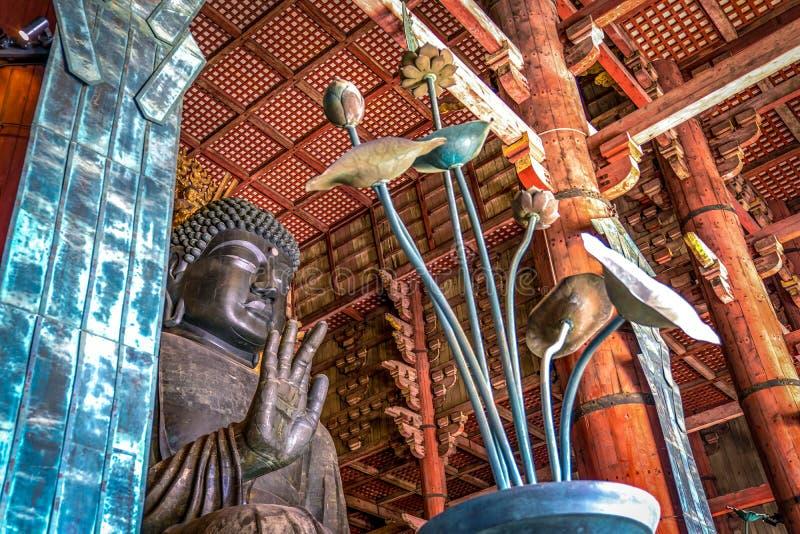 Grande estátua de bronze da Buda no templo de Todaiji, Nara Prefecture, Japão imagens de stock royalty free