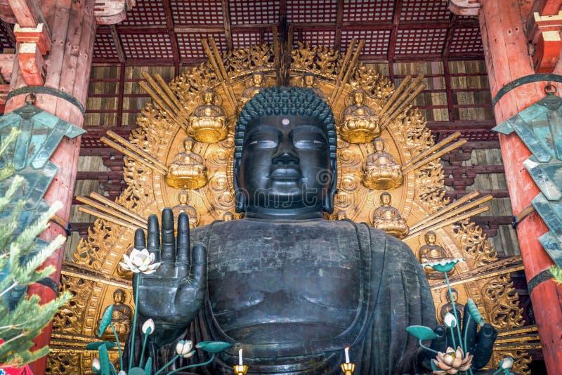 Grande estátua de bronze da Buda no templo de Todaiji, Nara Prefecture, Japão imagem de stock royalty free