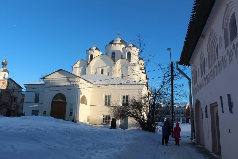 Grande exterior impressionante da igreja durante o inverno fotos de stock royalty free