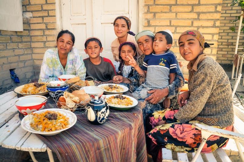 Grande famiglia nell'Uzbekistan fotografia stock libera da diritti