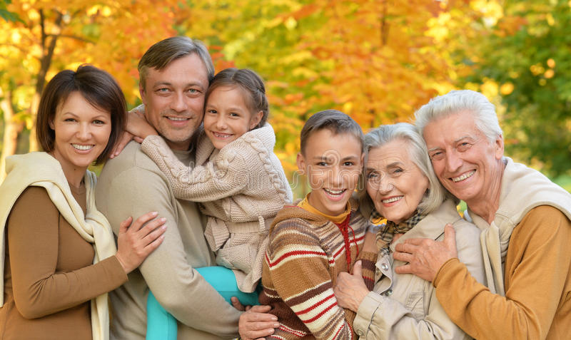 Grande famille heureuse photographie stock libre de droits