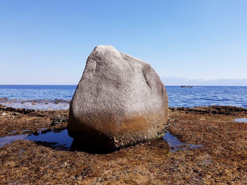 Grande fin en pierre la mer images libres de droits