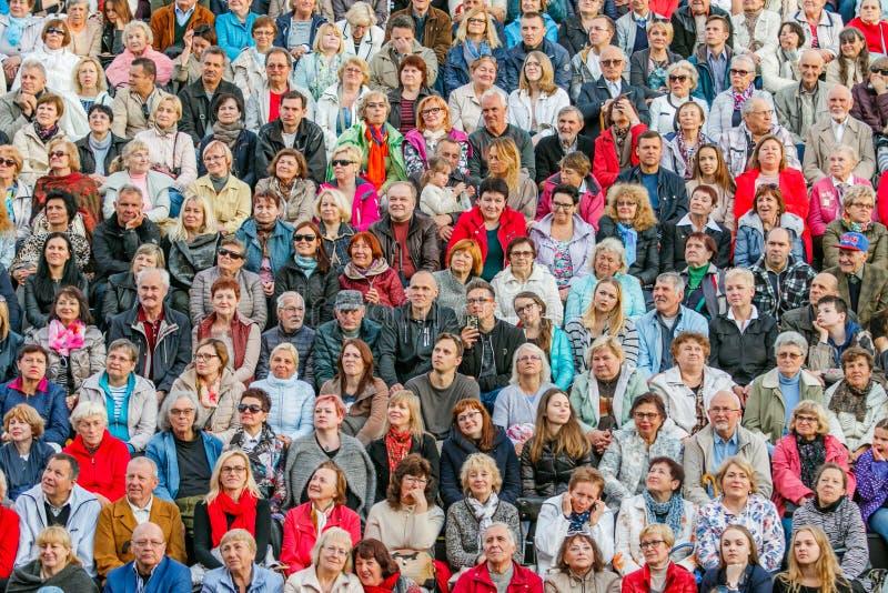 Grande folla della gente fotografie stock libere da diritti