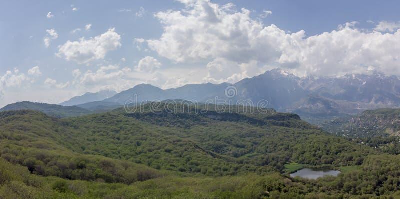 Grande forêt sauvage de noix d'Arslanbob à Jalalabad Pousse d'Arial Dron image libre de droits