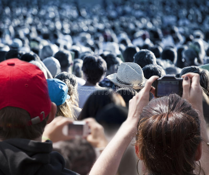 Grande foule des gens photos stock