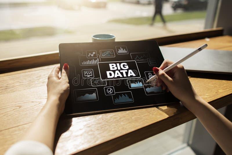 Grande gestione del processo di analisi dei dati di dati Concetto di tecnologia e di affari fotografie stock libere da diritti