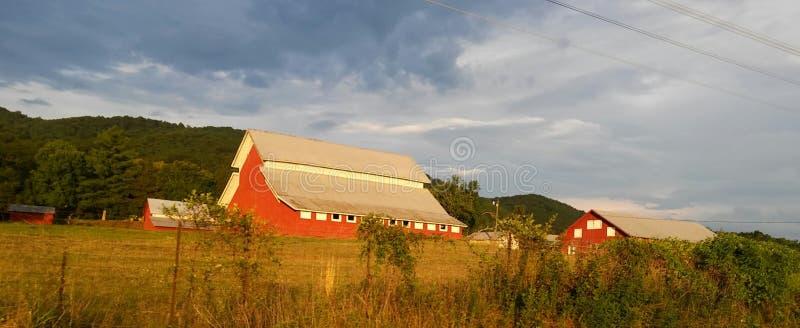 Grande grange rouge images stock