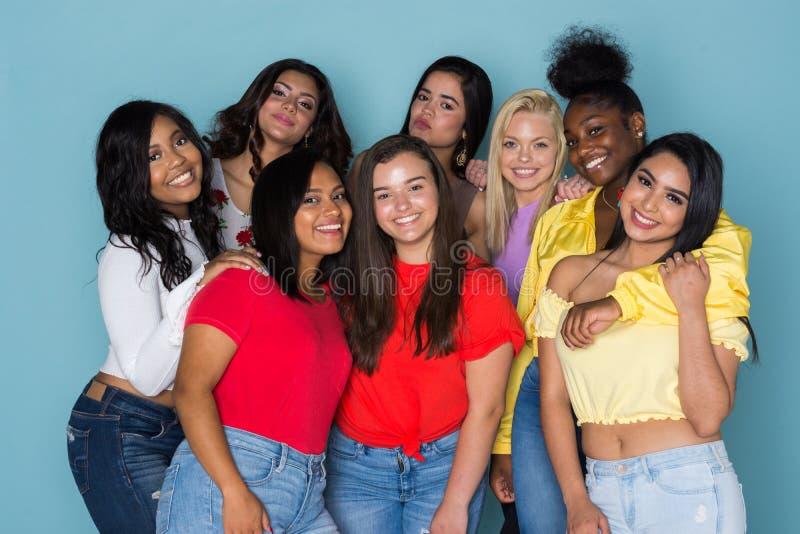Grande grupo de adolescentes foto de stock