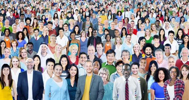 Grande grupo de conceito alegre multi-étnico diverso dos povos fotos de stock royalty free