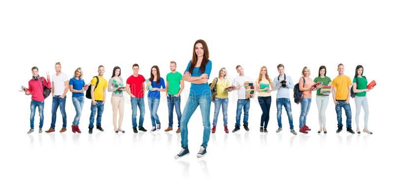 Grande grupo de estudantes adolescentes isolados no branco fotografia de stock royalty free