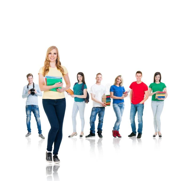Grande grupo de estudantes adolescentes isolados no fundo branco foto de stock royalty free