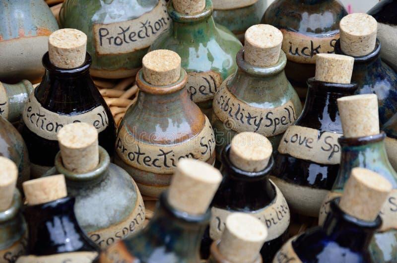 Grande grupo de garrafas do período imagem de stock