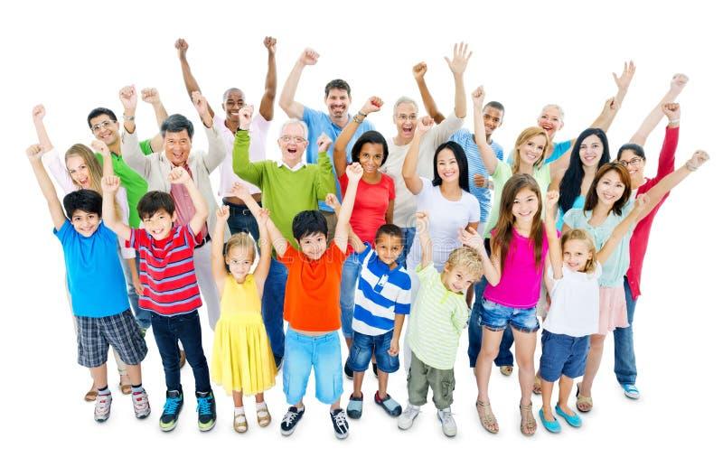 Grande grupo de pessoas que comemora fotografia de stock royalty free