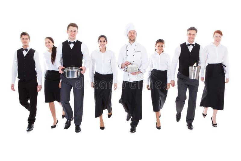 Grande gruppo di camerieri e di cameriere di bar immagini stock libere da diritti