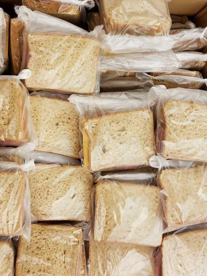 Grande gruppo di panini su pane integrale per l'affamato fotografia stock libera da diritti