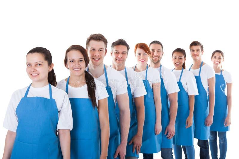 Grande gruppo di pulitori che stanno in una linea fotografie stock libere da diritti