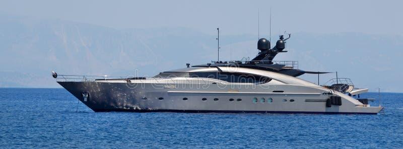 Grande iate privado luxuoso no mar. fotografia de stock royalty free