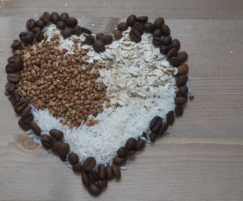 Grande ideia para o café da manhã Trigo mourisco ou arroz ou aveia e, claro, cafeteia imagem de stock