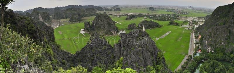 Grande imagem panorâmico com Tam Coc National Park fotografia de stock