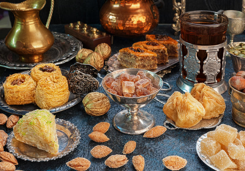 Grande insieme dei dolci orientali, arabi, turchi immagini stock libere da diritti