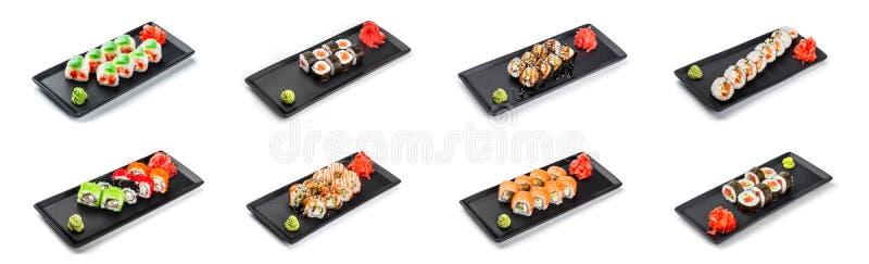 Grande insieme del rotolo di sushi - Maki Sushi sulla banda nera isolata sopra fondo bianco immagini stock libere da diritti