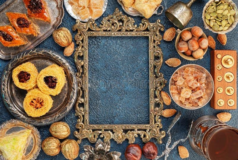 Grande insieme della vista superiore dei dolci orientali, arabi, turchi immagine stock