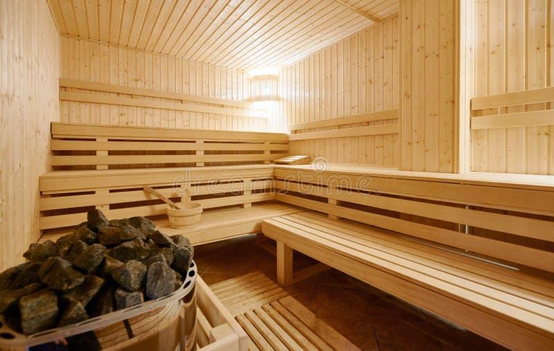 Grande interior da sauna do Finlandia-estilo foto de stock