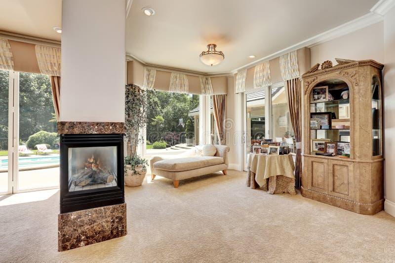 Fabulous download grande interno della camera da letto principale nella casa di lusso con - Foto case di lusso interni ...