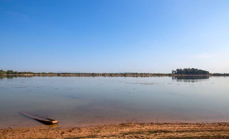 Grande lago nella campagna, Nord-est della Tailandia, Isan, Asia fotografia stock