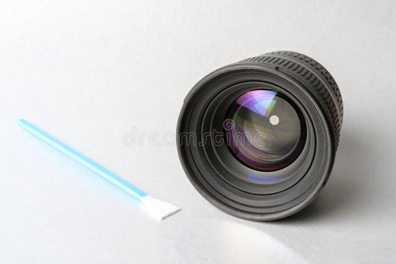 Grande lente per la macchina fotografica ed il prodotto di pulizia fotografie stock